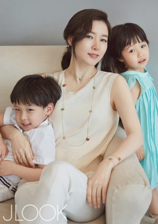 Lee Young Ae và hai con