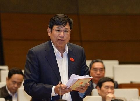 ĐBQH Lê Nam phát biểu tại hội trường sáng 28-3