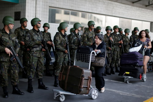 Lực lượng phản ứng nhanh tại sân bay quốc tế Tom Jobim ở Rio