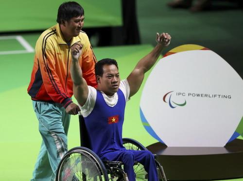 Lực sĩ Lê Văn Công giành HCV, phá kỷ lục Paralympic Rio