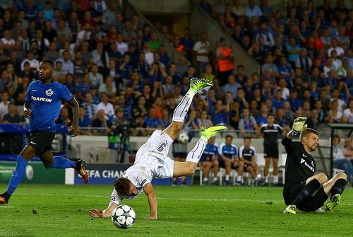 Pha té ngã ngoạn mục của Jamie Vardy trong vòng cấm địa Club Brugge