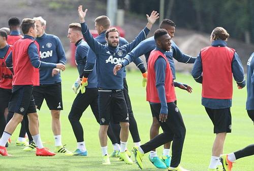 Juan Mata và nhiều vị trí đang lo lắng khi Mourinho về nắm quyền