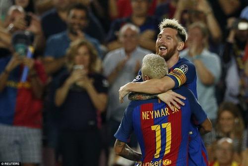 Messi và Neymar sau bàn thắng thứ nhì