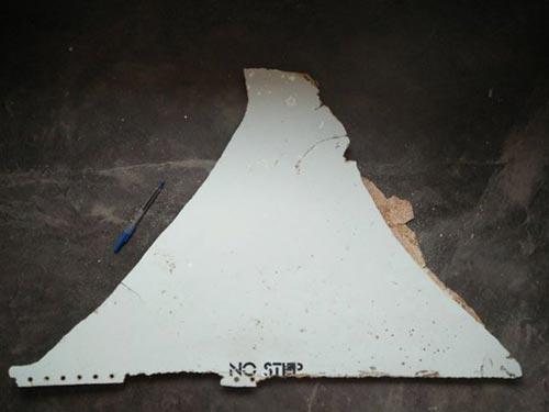 Cục An toàn Giao thông Úc (ATSB) công bố ảnh mảnh vỡ tìm thấy ở Mozambique Ảnh: ATSB