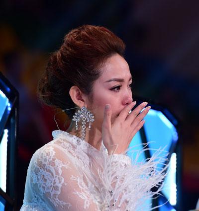 """Khánh Thi và Minh Hằng khóc nức nở khi thí sinh trong chương trình """"VIP Dance"""" bị loại Ảnh: TARO"""
