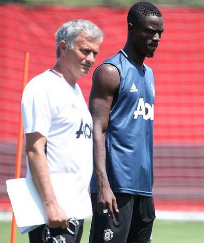 Mourinho đích thân gọi điện mời Eric Bailly về M.U