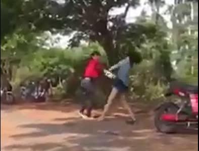 Chỉ tranh cãi vấn đề nhỏ trên facebook nhưng 2 nữ sinh này đã hẹn đánh nhau quyết liệt