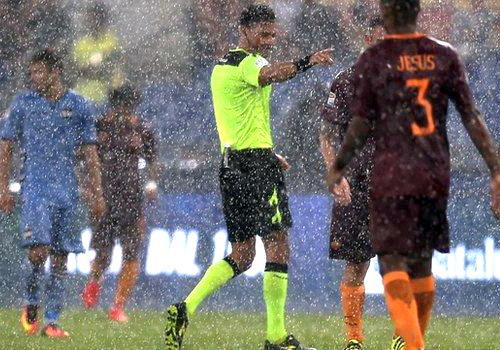 AS Roma hồi sinh nhờ cơn mưa và sự hiện diện của Totti