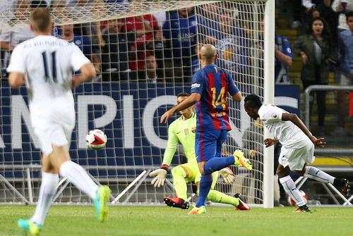 Ahmed Musa lập cú đúp vào lưới Barcelona