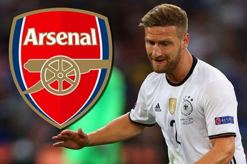 Shkodran Mustafi cập bến Arsenal