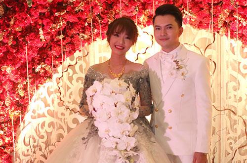 Nam Cường và bà xã Phương Thảo trong lễ cưới tối 14-3