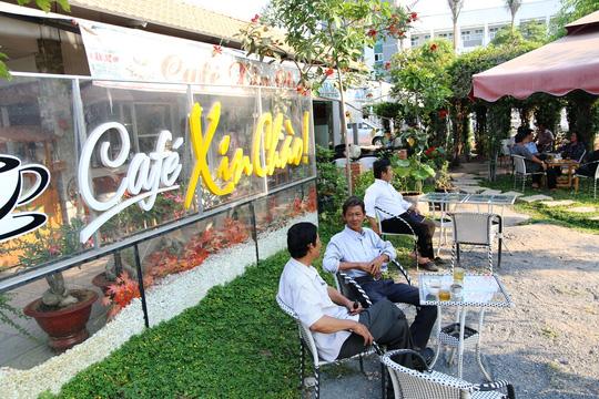 Quán cà phê Xin Chào khá đông khách sau những ngày ông chủ được giải oan