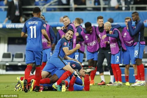 Tự mình ghi bàn, đưa cả nước Pháp đến niềm vui không bờ bến