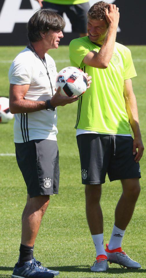 HLV Joachim Loew sẽ giải bài toán hàng công khi Gomez chấn thương