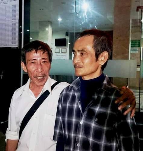 Ông Huỳnh Văn Nén (phải) trong một lần làm việc với cơ quan chức năng về việc đề nghị khởi tố những người gây oan sai cho mình Ảnh: Huỳnh Trung Nghĩa
