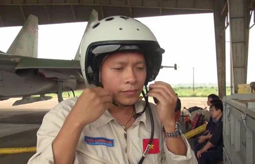 Thượng tá, phi công Trần Quang Khải trước khi gặp nạn khi bay huấn luyện trên chiếc máy bay Su-30 MK2 số hiệu 8585