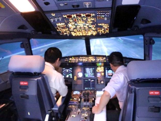 Tia Laze chiếu lên có thể làm chói mắt phi công trong quá trình hạ cánh, làm ảnh hưởng an toàn hoạt động bay - Ảnh minh họa