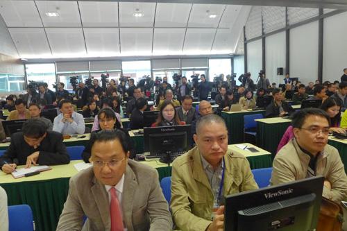 Lãnh đạo và phóng viên các cơ quan báo chí tại lễ khai trương và họp báo về Đại hội XII