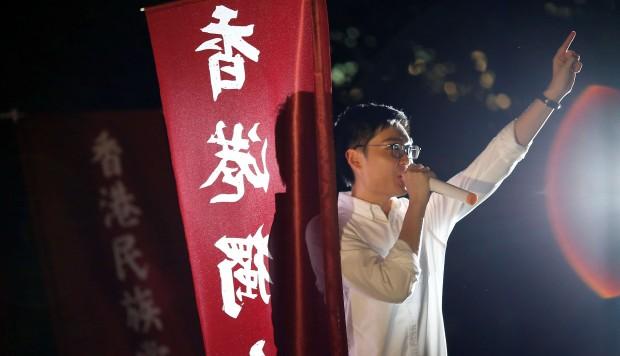 Chan Ho-tin, một người tổ chức cuộc biểu tình tuyên bố Đảng quốc gia Hông Kông sẽ không đứng bên lề cuộc bầu cử. Ảnh: Reuters