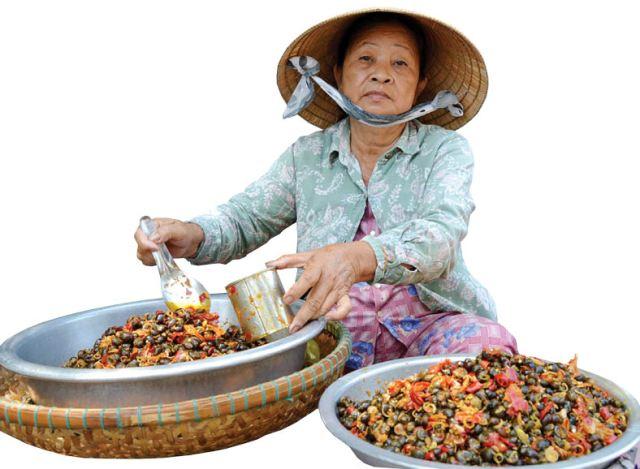 """Món ốc """"gây thương nhớ"""" tại chợ Đông Ba"""