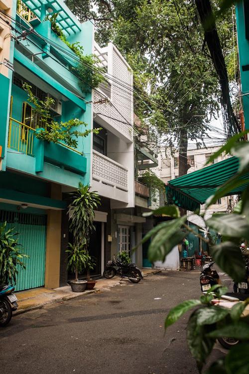 Nhà ống Sài Gòn có giếng trời đẹp như kính vạn hoa - Ảnh 1.
