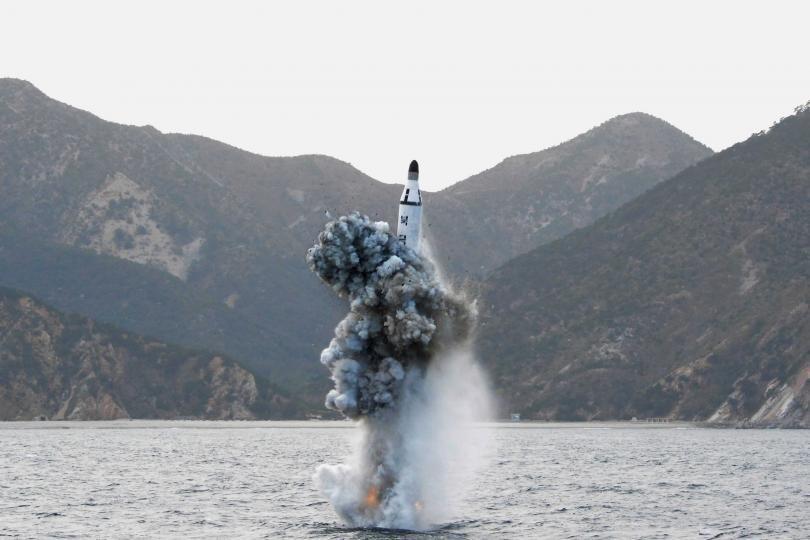 Một hình ảnh do Hãng thông tấn Trung ương Triều Tiên KCNA công bố về một vụ bắn tên lửa từ tàu ngầm của Triều Tiên