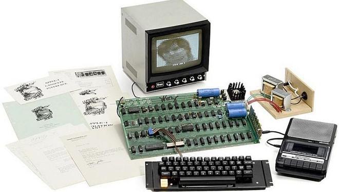 Apple I là mẫu máy tính cá nhân đầu tiên của táo khuyết. Ảnh: CultofMac.