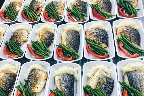 Bên trong căn bếp phục vụ suất ăn trên máy bay