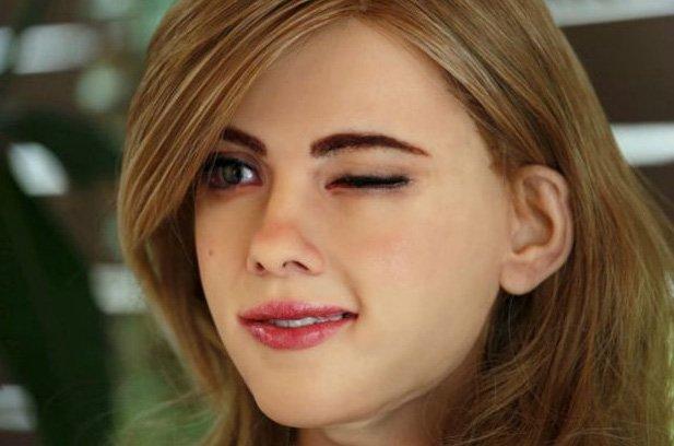 Cô nàng robot do Ma lắp ráp có ngoại hình y hệt nữ minh tinh Scarlett Johansson.