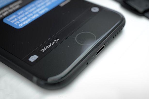 iPhone rò rỉ trên mạng được cho là iPhone 7 màu đen piano - rất gần với chiếc iPhone mà ICTnews cầm trên tay hôm qua