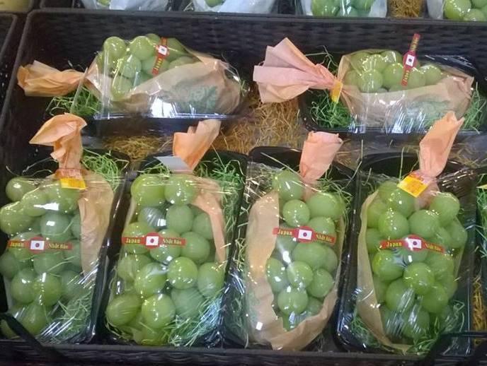 Nho xanh không hạt Nhật Bản đang được giới nhà giàu Việt chuộng mua về ăn