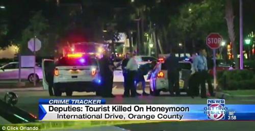 Các cuộc tuần tra được đẩy mạnh ở xung quanh khu vực xảy ra vụ cướp. Ảnh: Click Orlando.