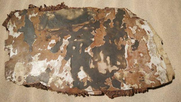 Nếu được xác nhận, đây sẽ là những mảnh vỡ đầu tiên có dấu hiệu cháy được tìm thấy. Ảnh: BBC