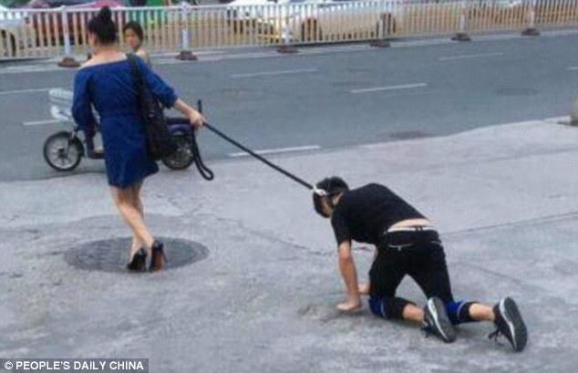 Cảnh tượng hiếm thấy khiến người đi đường không khỏi tò mò. Ảnh: Peoples Daily Online