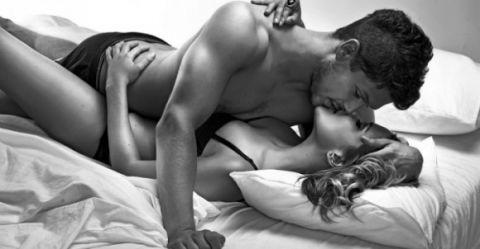 """""""Hãy nói với anh ấy cả hai không đạt cực khoái ít nhất trong vòng 30 phút. Đụng chạm, vuốt ve, cởi bỏ trang phục, hôn… là những bước cần thực hiện trước khi lên đỉnh"""", ông đưa ra lời khuyên."""