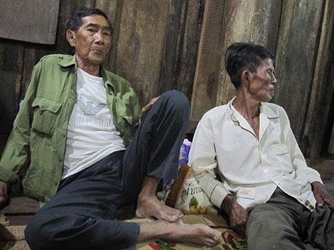 Ông Y Kông (trái).