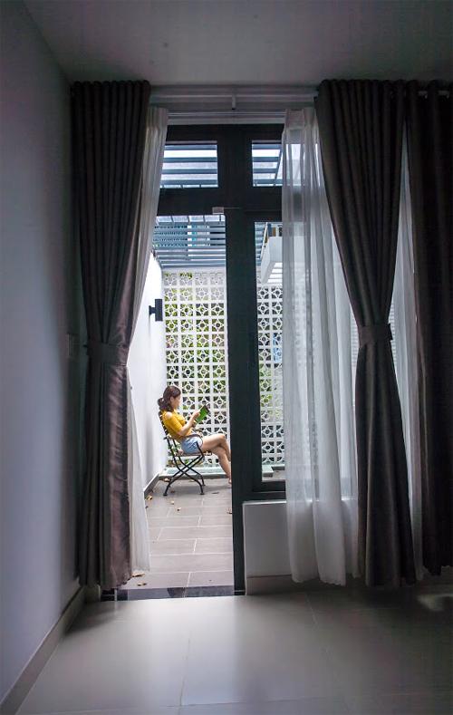 Nhà ống Sài Gòn có giếng trời đẹp như kính vạn hoa - Ảnh 12.