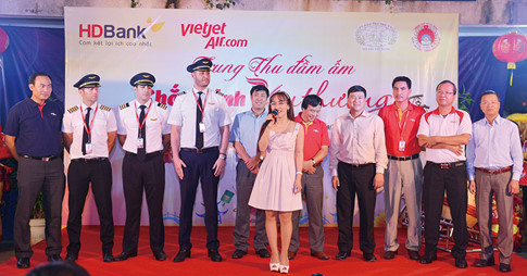 Ban lãnh đạo Vietjet và các phi công trong đêm trung thu đầm ấm