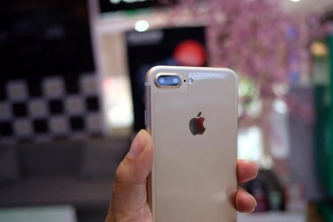 Việc những chiếc iPhone hàng nhái xuất hiện tại Việt Nam không phải chuyện hiếm. Từ các thế hệ iPhone trước, những chiếc di động nhái từ Đài Loan, Trung Quốc bán ra khá nhiều.