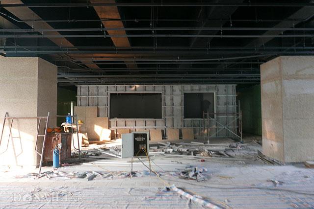 Hệ thống phòng cháy chữa cháy, các hộp chờ tín hiệu tại khu vực sảnh lưu thông cũng bắt đầu được lắp đặt
