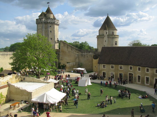 Lễ hội tổ chức ở lâu đài Blandy-les-Tours - Ảnh: tripadvisor