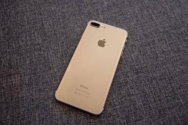 Tại Việt Nam, nhiều nơi cũng đã cung cấp dịch vụ độ vỏ iPhone đời cũ lên 7 hoặc 7 Plus với giá khoảng hơn 1 triệu đồng.