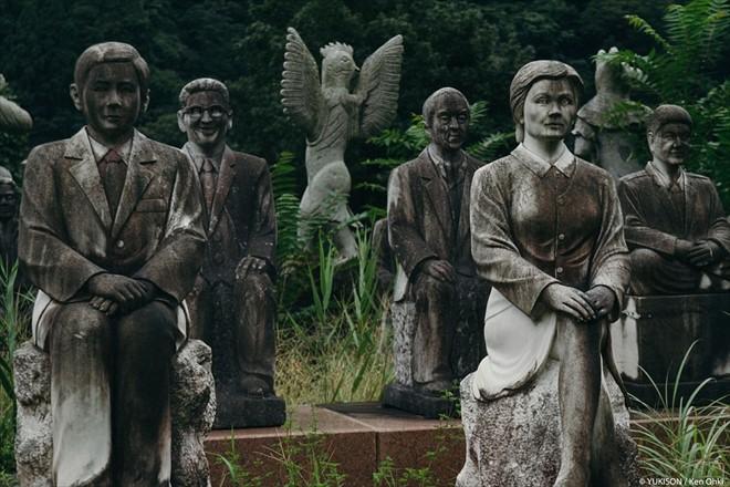 Công viên bị bỏ hoang lạnh xương sống ở Nhật