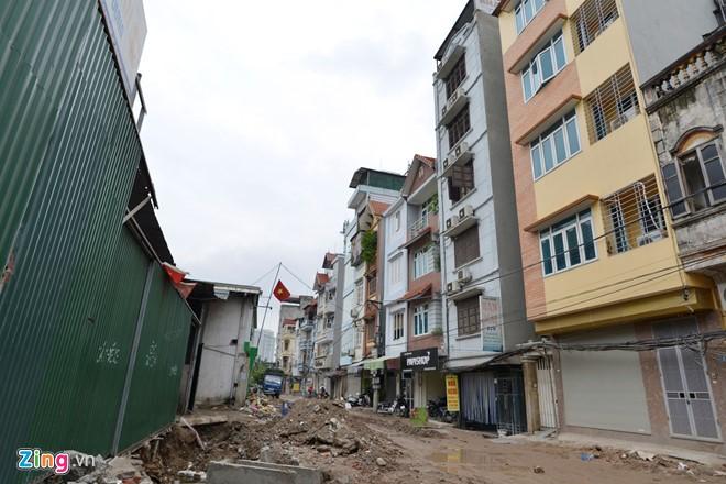 Bờ mương ngõ 218 Đội Cấn (quận Ba Đình) đang trong quá trình hoàn thiện cống hóa.