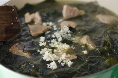 Thải độc giảm cân với canh rong biển thịt bò