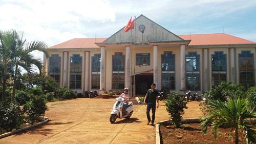 UBND xã Trang - nơi lùm xùm chuyện mắc nợ vì nhậu