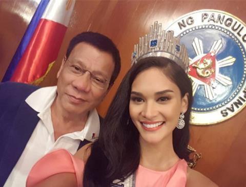 Tổng thống Rodrigo Duterte và đương kim Hoa hậu Hoàn vũ Pia Wurtbach