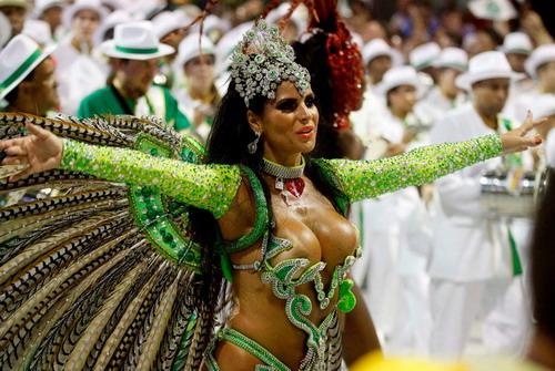 Những vũ công xinh đẹp, khêu gợi sẽ xuất hiện trong lễ khai mạc