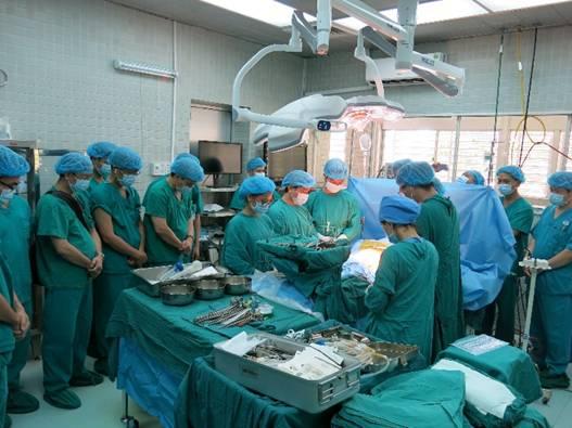E kíp phẫu thuật tiến hành ghép tạng