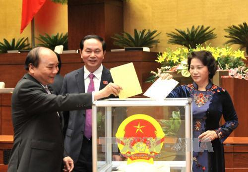 Chủ tịch nước Trần Đại Quang, Thủ tướng Nguyễn Xuân Phúc và Chủ tịch Quốc hội Nguyễn Thị Kim Ngân bỏ phiếu về vấn đề nhân sự cấp cao tại kỳ họp thứ 11, QH khóa XIII- Ảnh: TTXVN